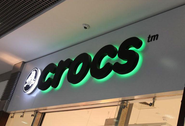 Интерьерная вывеска «Crocs»