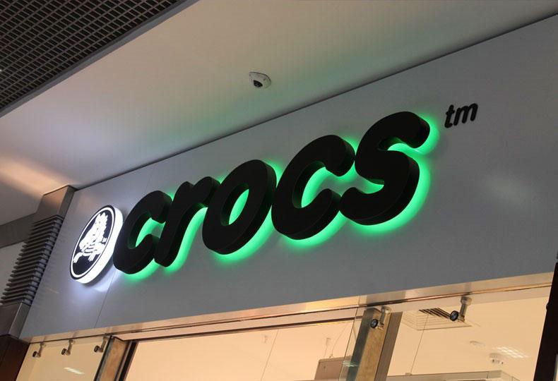 Интерьерная объемная вывеска «Crocs»